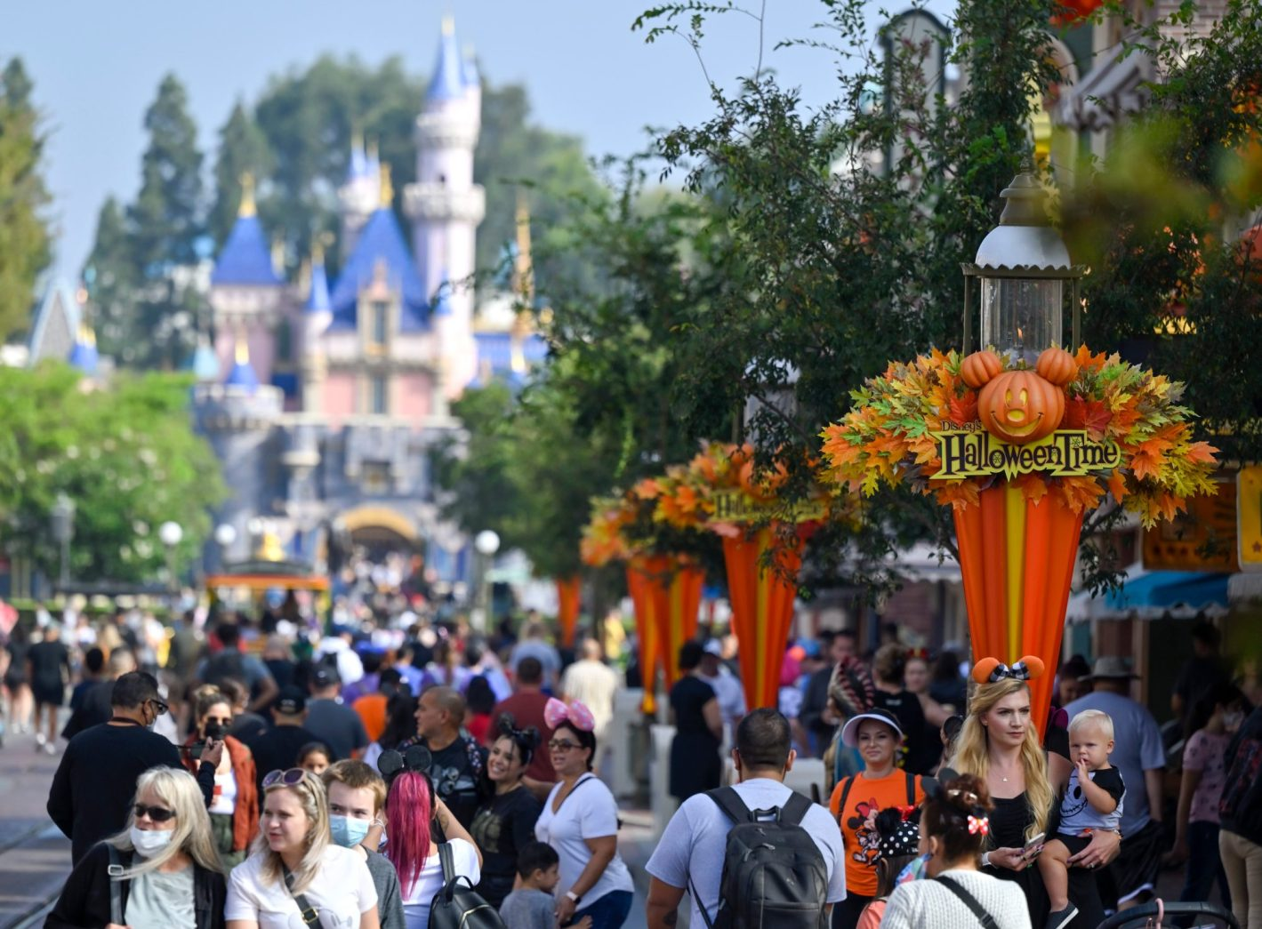 This is how Disneyland uses big data to power the new high-tech Genie app